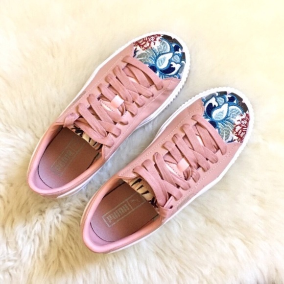 3016a6f5c58 Puma Platform Hyper Embroidered Sneakers